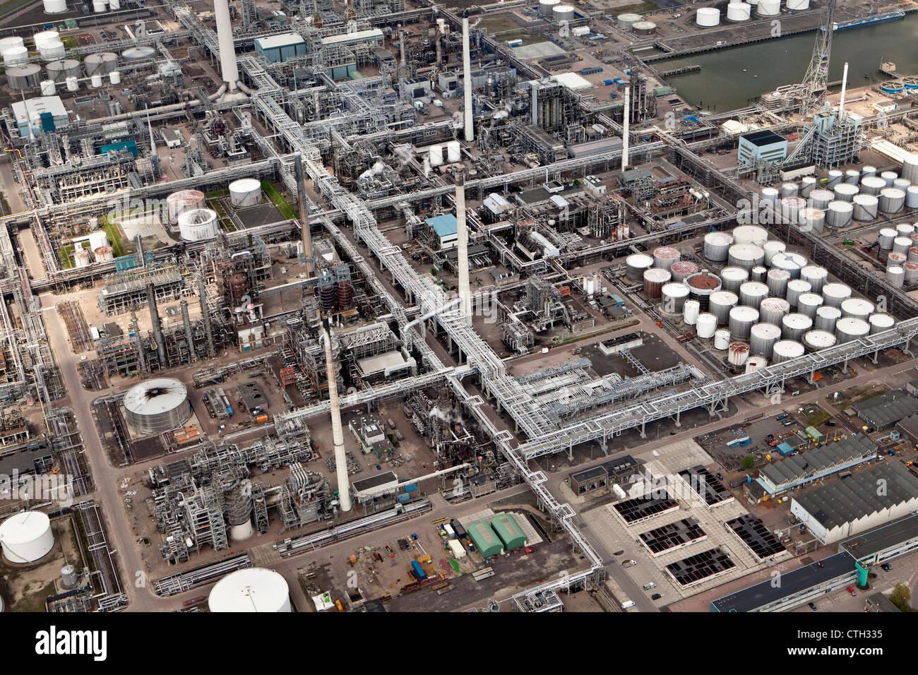 Les Pays-Bas, Rotterdam, l'industrie pétrochimique. Les pipelines. Vue aérienne. Photo Stock