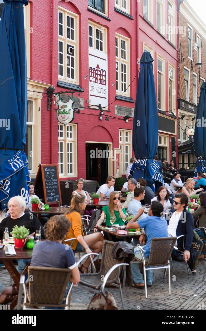 Les Pays-Bas, Utrecht, les cafés en plein air. Banque D'Images