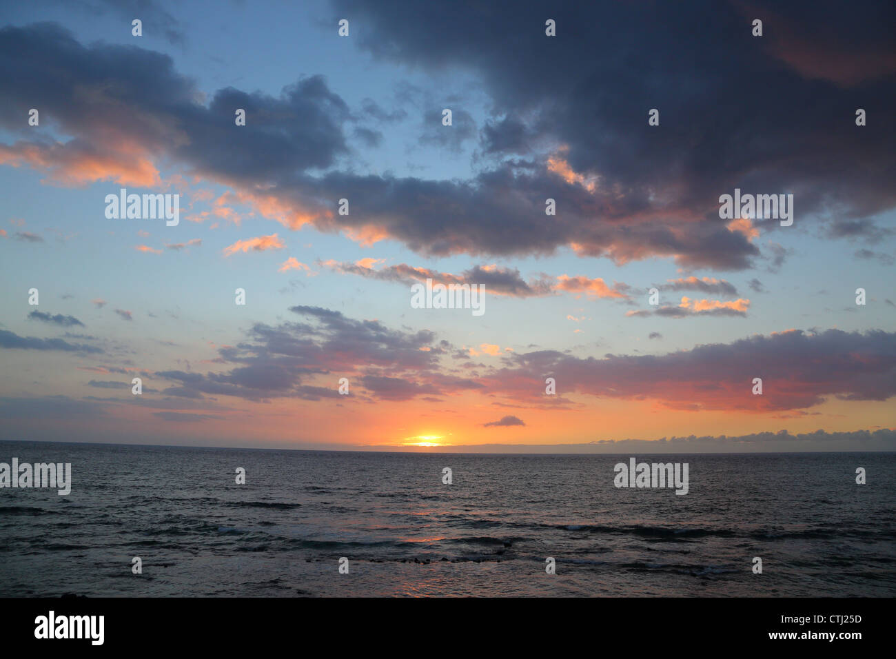 Coucher de soleil sur l'océan Pacifique, Big Island, Hawaii Photo Stock