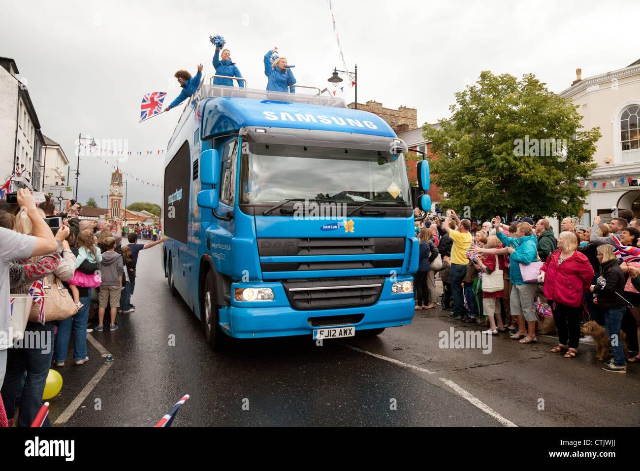 Le Samsung 2012 Sponsor olympique véhicule à la torche olympique à travers Newmarket Suffolk East Photo Stock