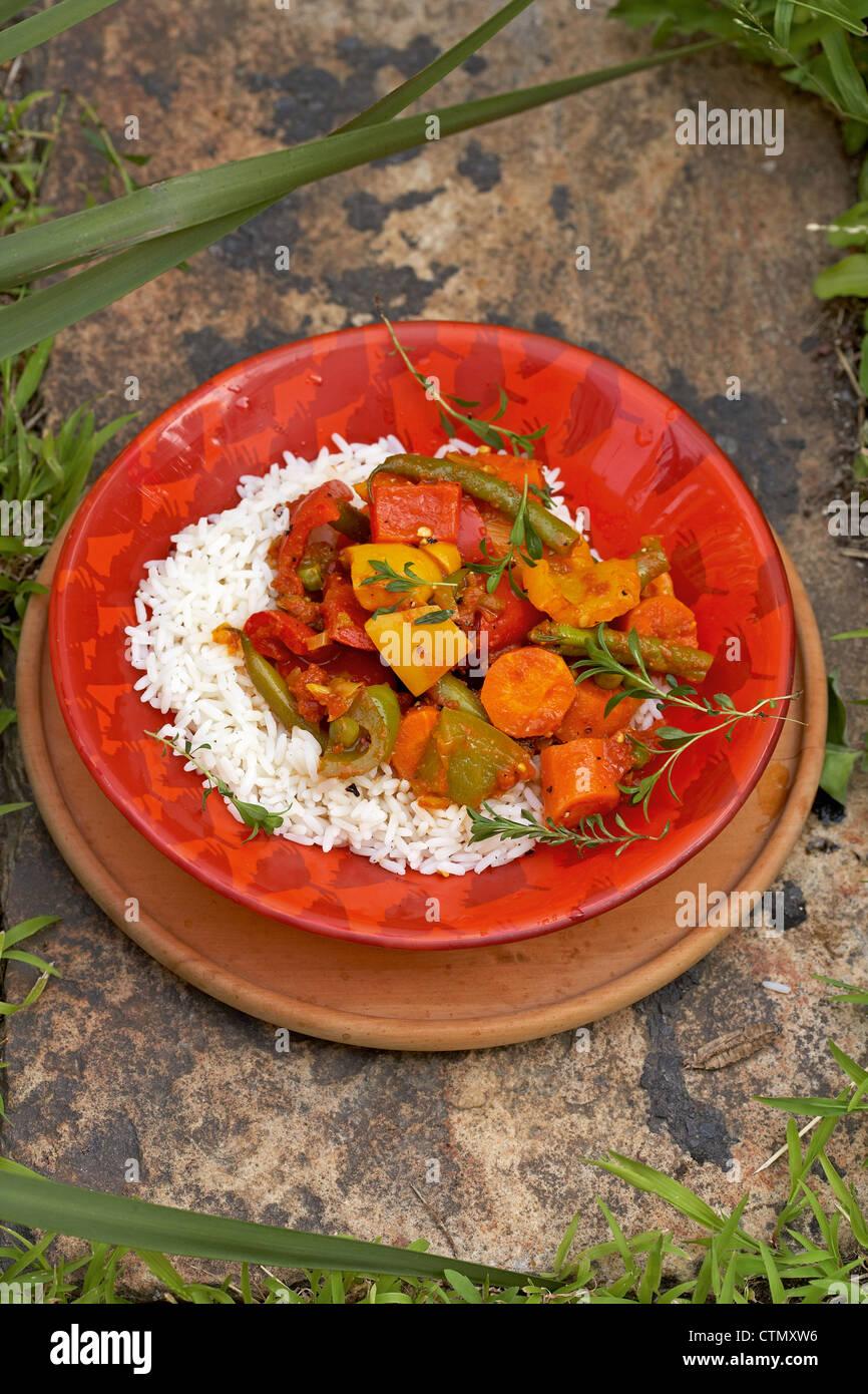 La Cuisine Traditionnelle Africaine Les Legumes Et Le Riz Au Curry