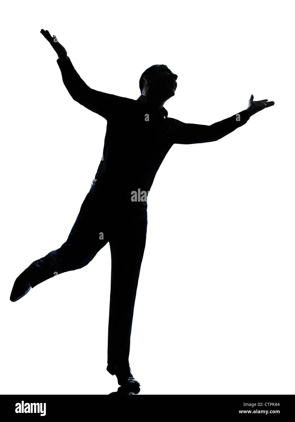 Un caucasian business homme heureux se propager dans toute la longueur des bras silhouette studio isolé sur fond Banque D'Images