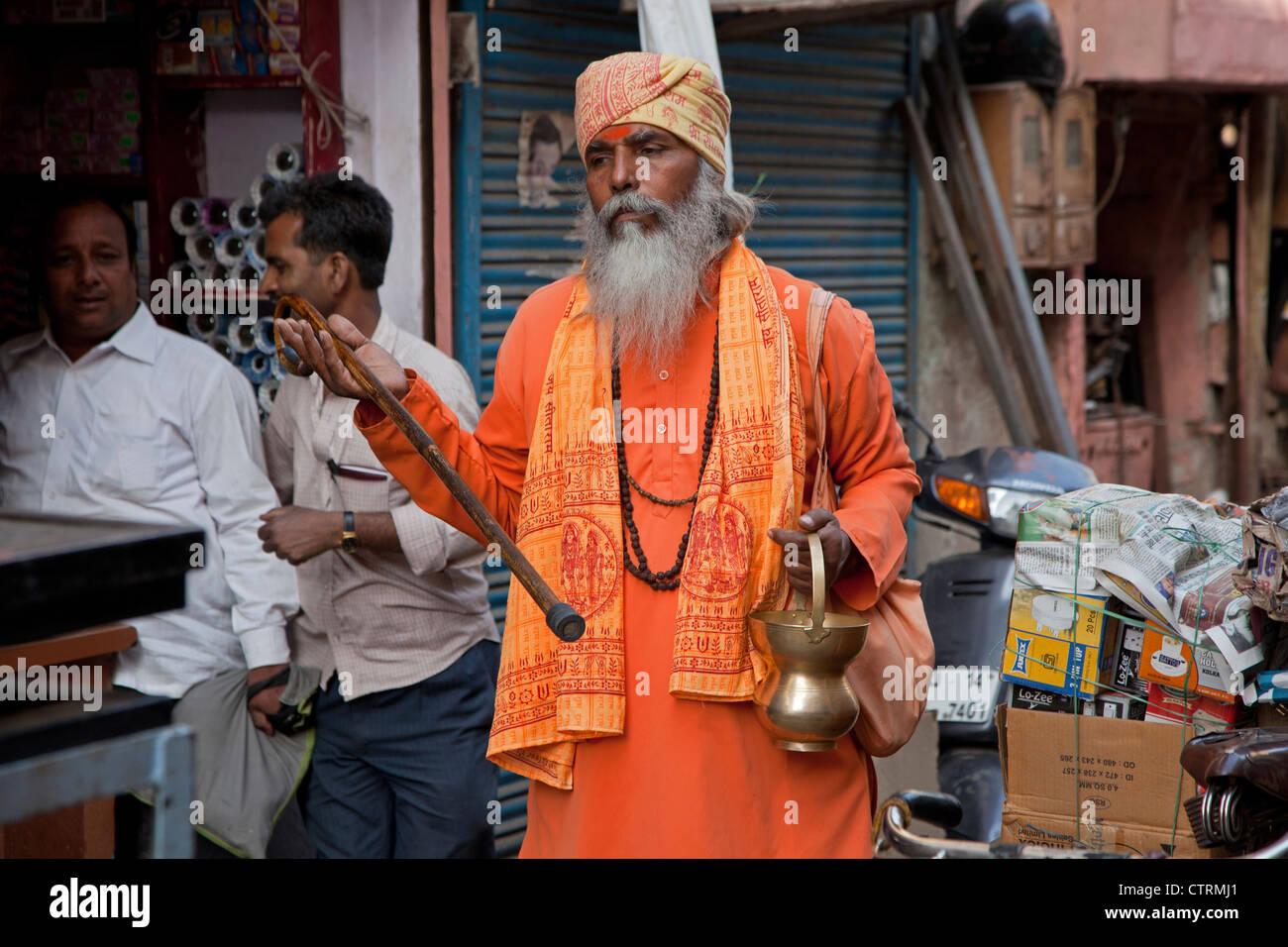 Galet de Hare Krishna dans les rues de Jaipur, Rajasthan, Inde Banque D'Images