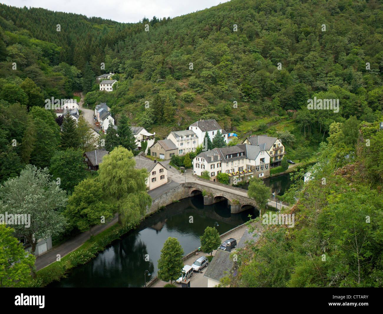 Hôtel situé sur la rive à Esch sur sure au Luxembourg Photo Stock
