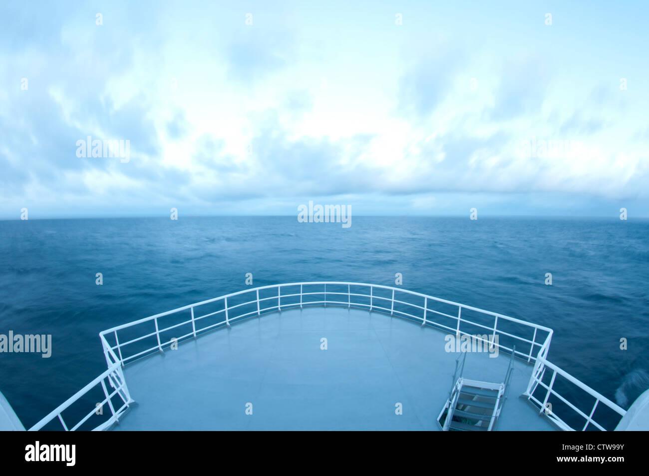 La position de l'arc navire horizon. Banque D'Images