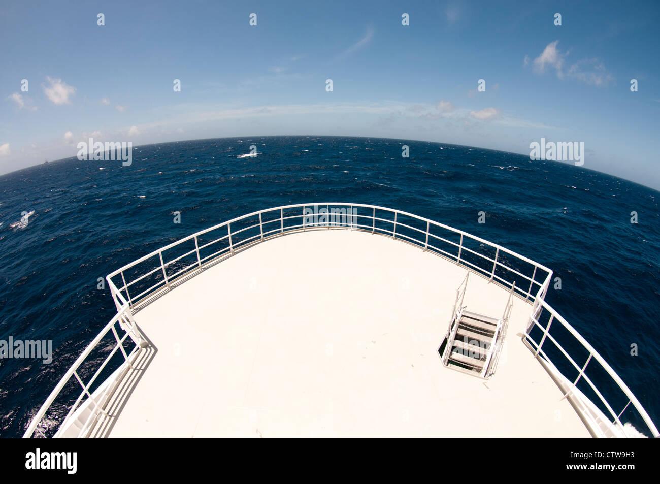La position de l'arc navire horizon. Photo Stock
