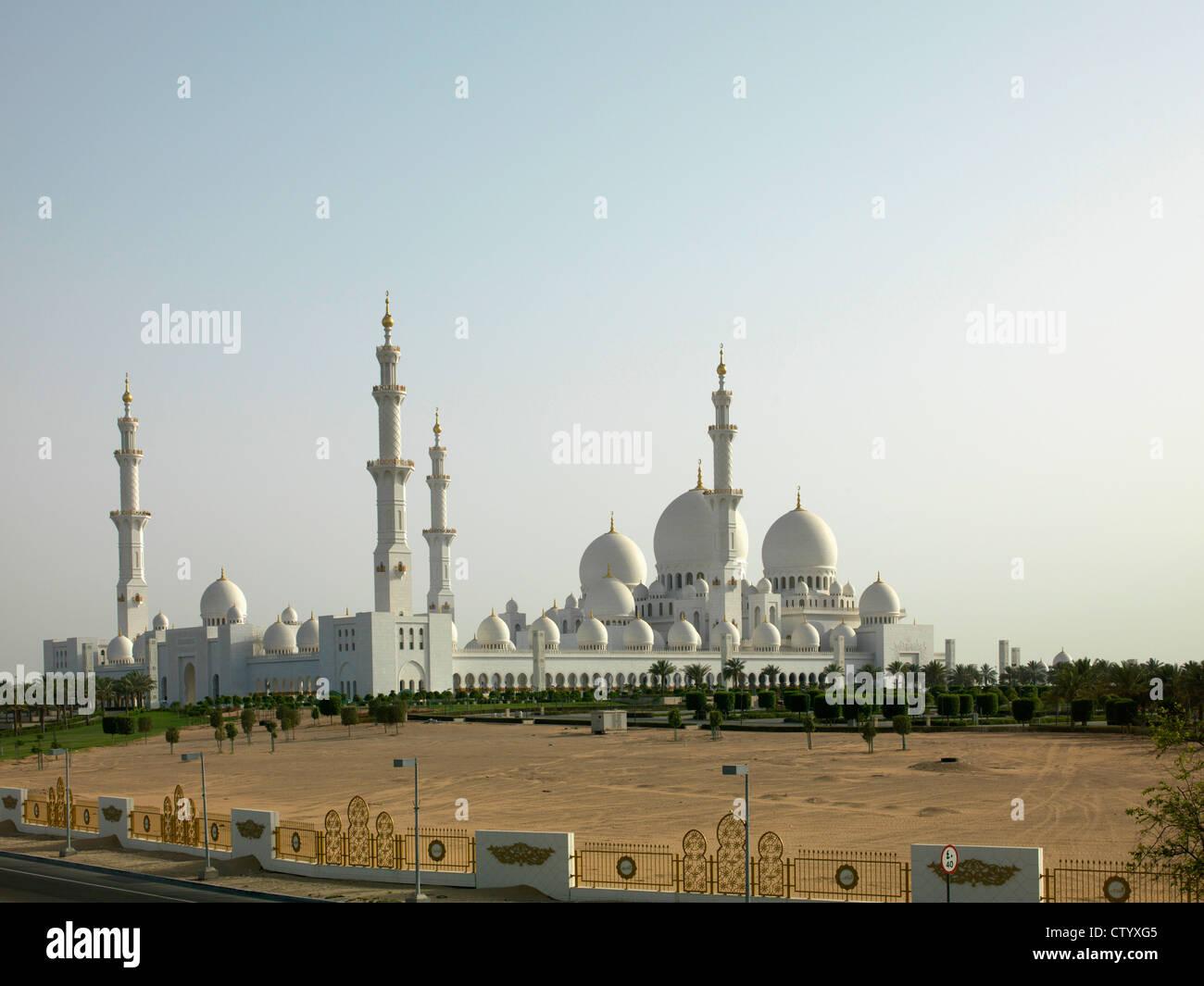 Grande Mosquée de coupoles et tours Photo Stock