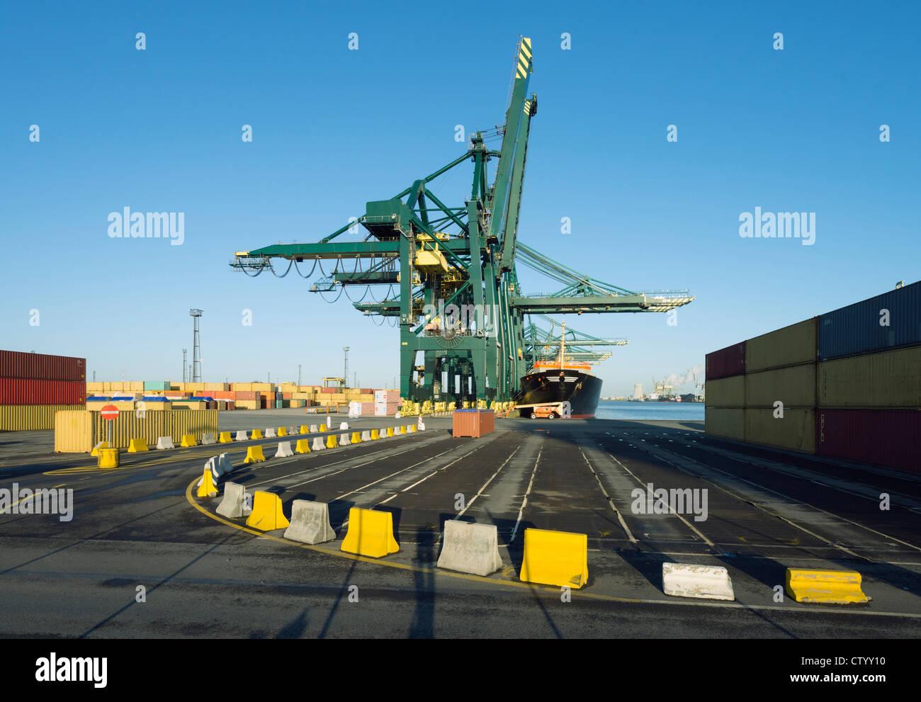 Les contenants d'expédition shipyard Photo Stock