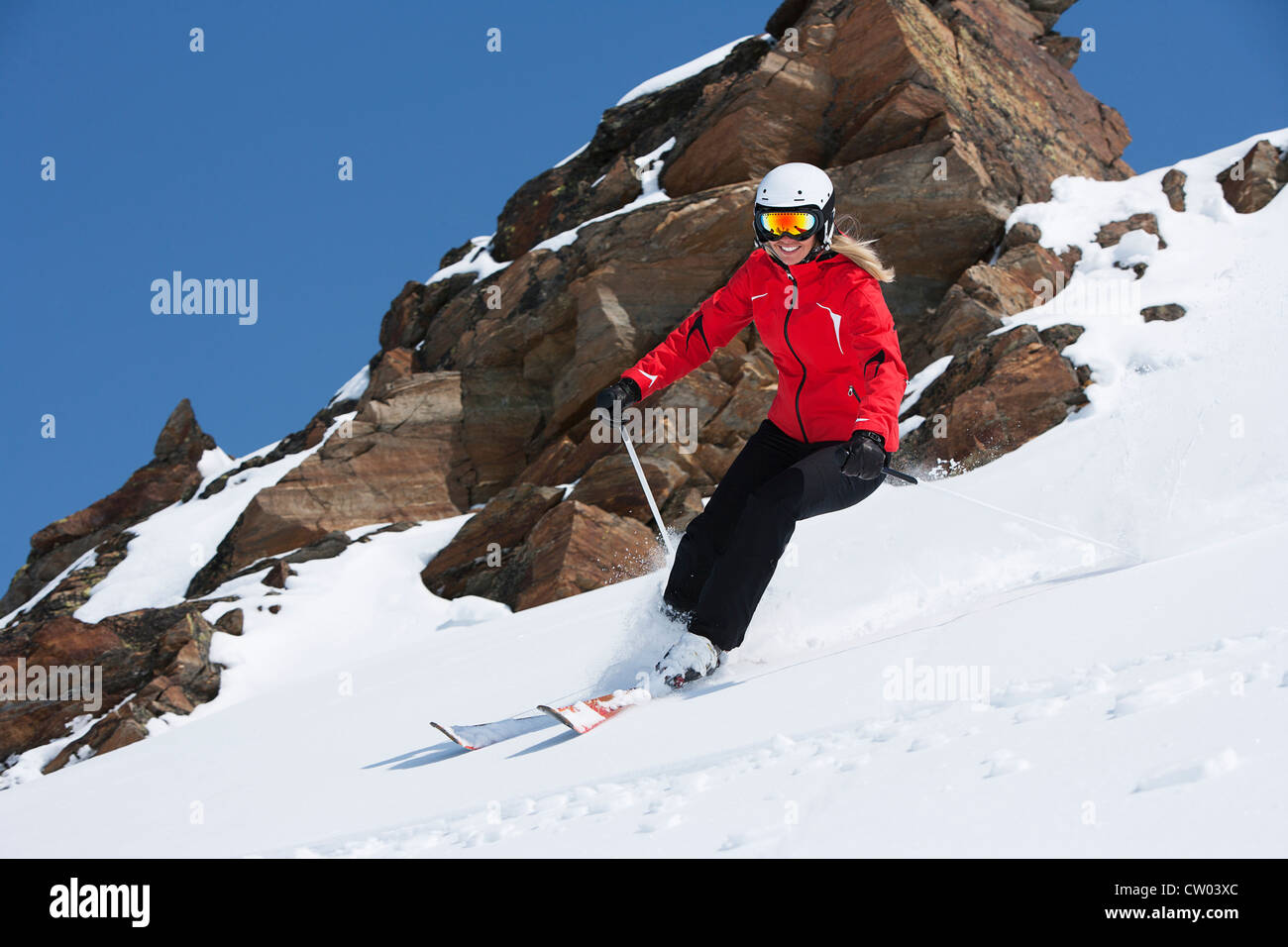 Cabotage skieur on snowy slope Photo Stock