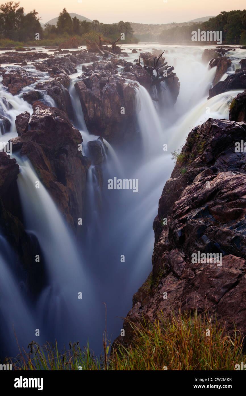 Epupa Falls sur la rivière Kunene.La Namibie Banque D'Images
