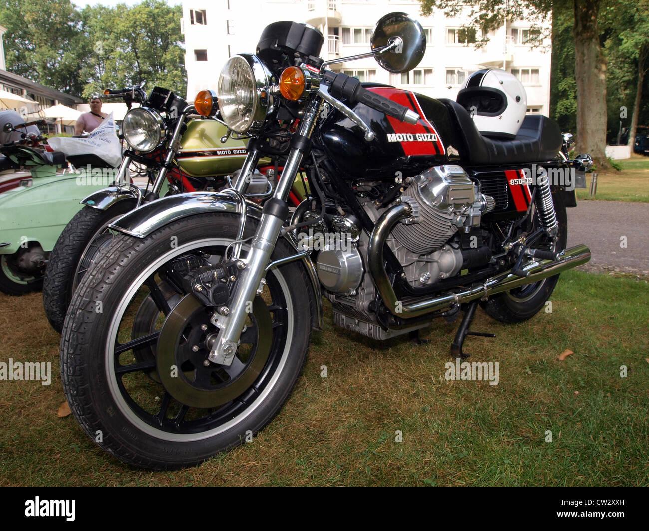 moto guzzi 850 t3 banque d 39 images photo stock 49852169. Black Bedroom Furniture Sets. Home Design Ideas