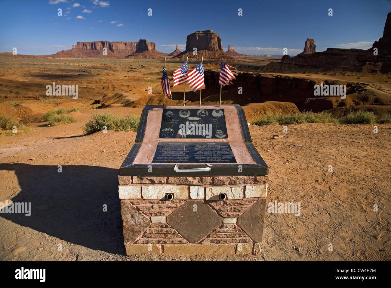 Monument militaire de soldat tombé vu chez red buttes Monument Valley Navajo Tribal Park l'Utah du sud, près de Banque D'Images