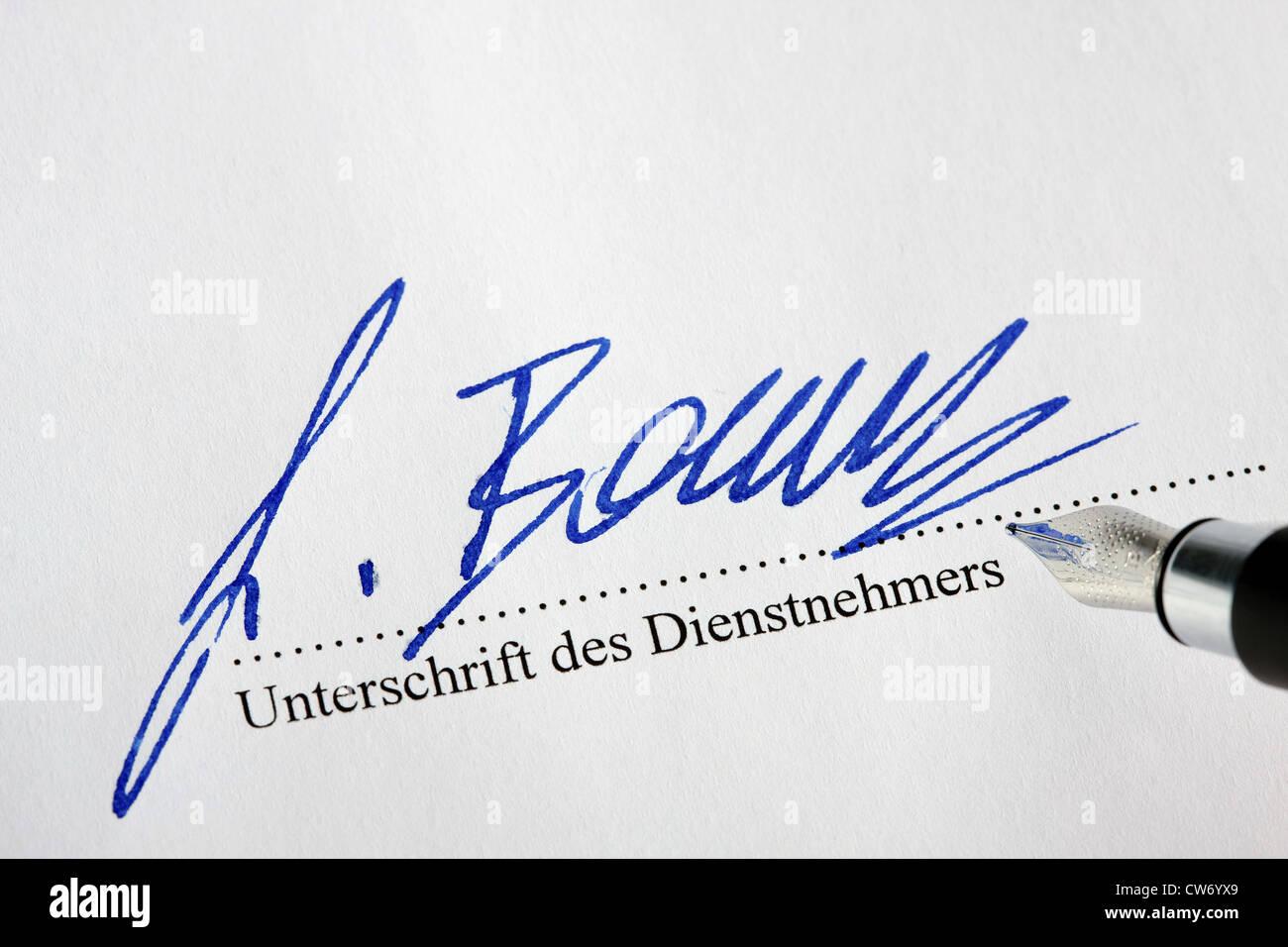 La signature est apposée ci-dessous un contrat de service Banque D'Images