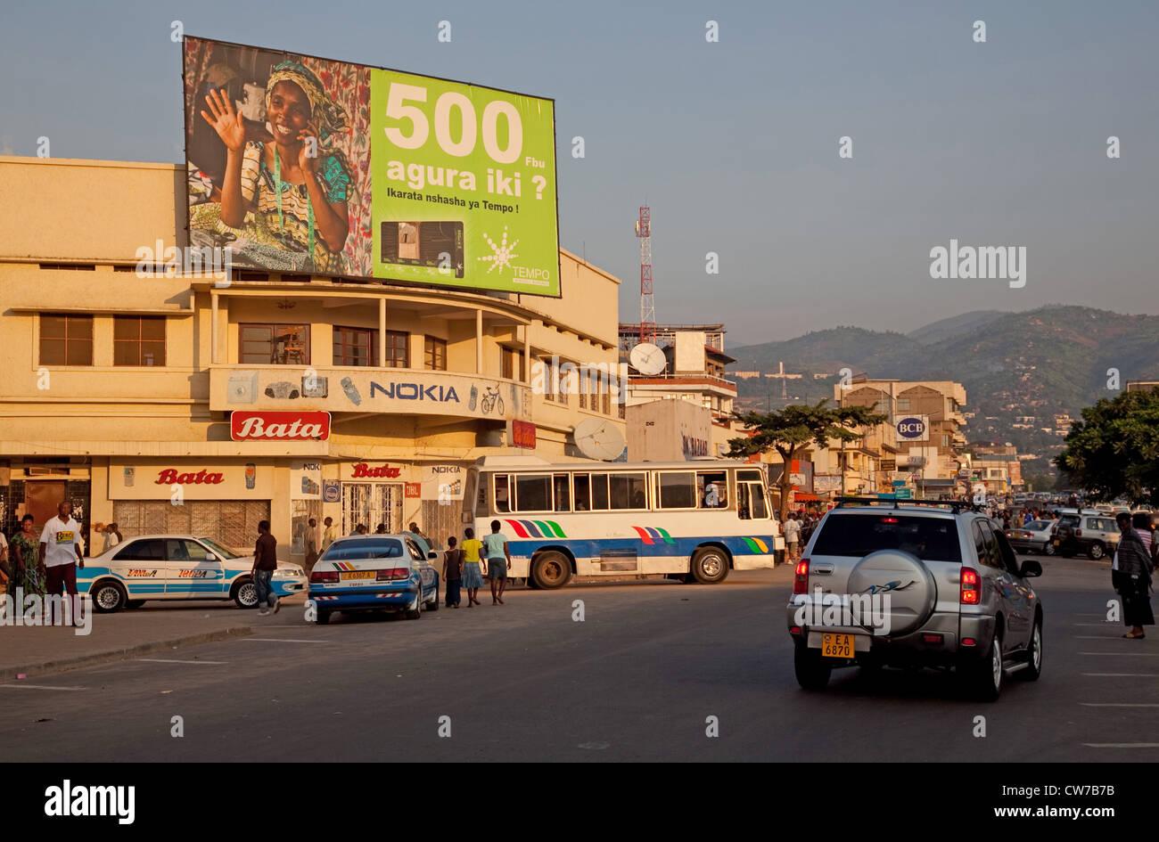 Scène de rue dans la capitale avec des petites boutiques près de la place du marché, au Burundi, Photo Stock