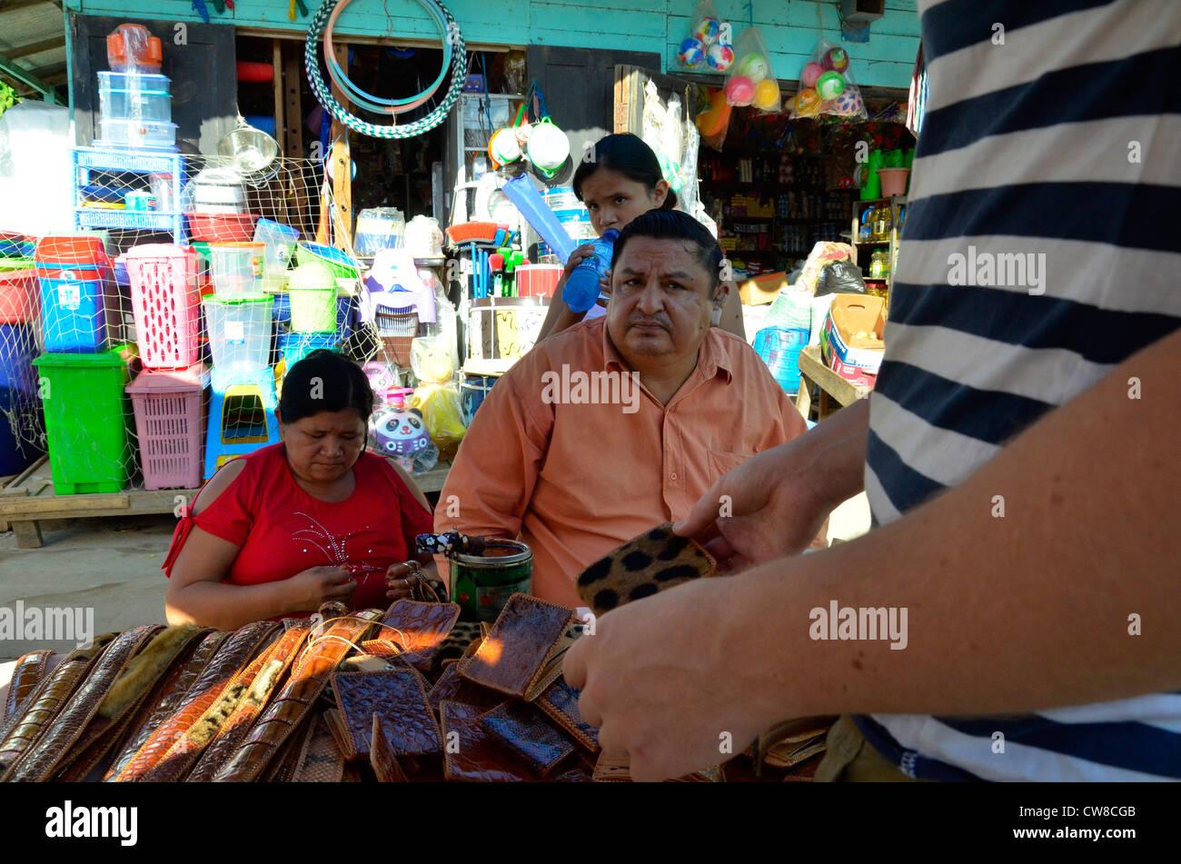 Jour de marché de rue à Rurrenabaque, rivière Beni, en Bolivie. Photo Stock