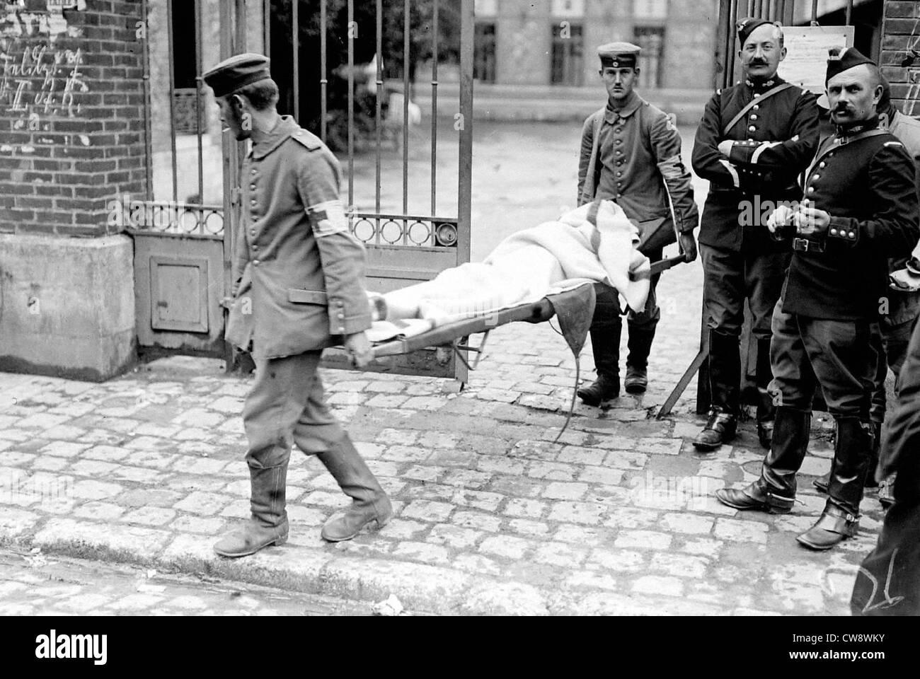Le transport d'un blessé allemand à Lizy-s/Ourcq Banque D'Images
