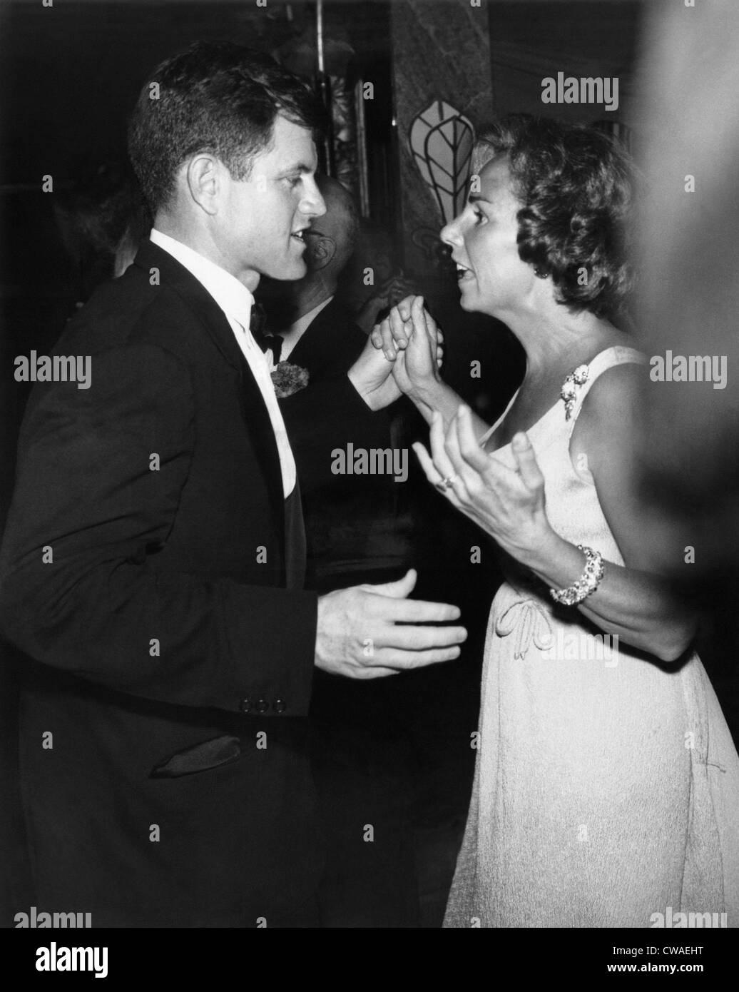 De gauche, le sénateur Edward Kennedy,avec sa belle-sœur, Ethel Kennedy, à un avantage pour l'Association Photo Stock