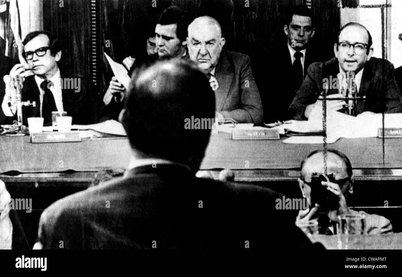 L'avocat chef de bord Sam du Sénat Watergate Comittee (extrême droite) questions John Ehrlichman (premier Photo Stock