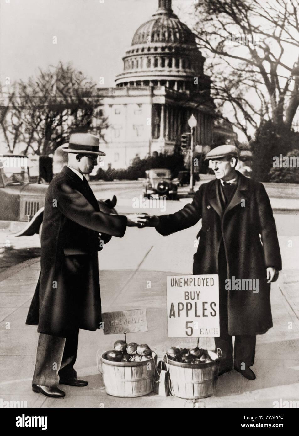 La grande dépression. Homme au chômage vend des pommes près du Capitole à Washington D.C. Comme Photo Stock