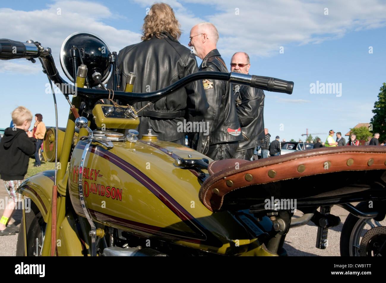 Les hommes âgés moyens nés de nouveau biker bikers Harley Davidson Midlife Crisis mid life motos Photo Stock