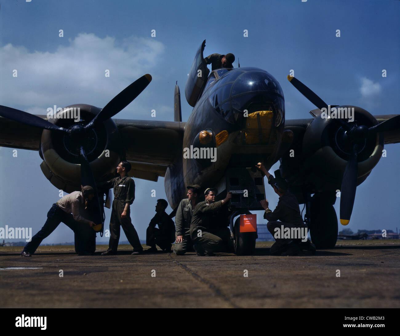 La Seconde Guerre mondiale, l'entretien d'un A-20 bomber, photo de Alfred T. Palmer, Langley Field, Viginia, Photo Stock