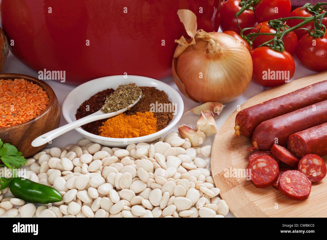 Ingrédients pour la soupe de chorizo espagnol, Photo Stock