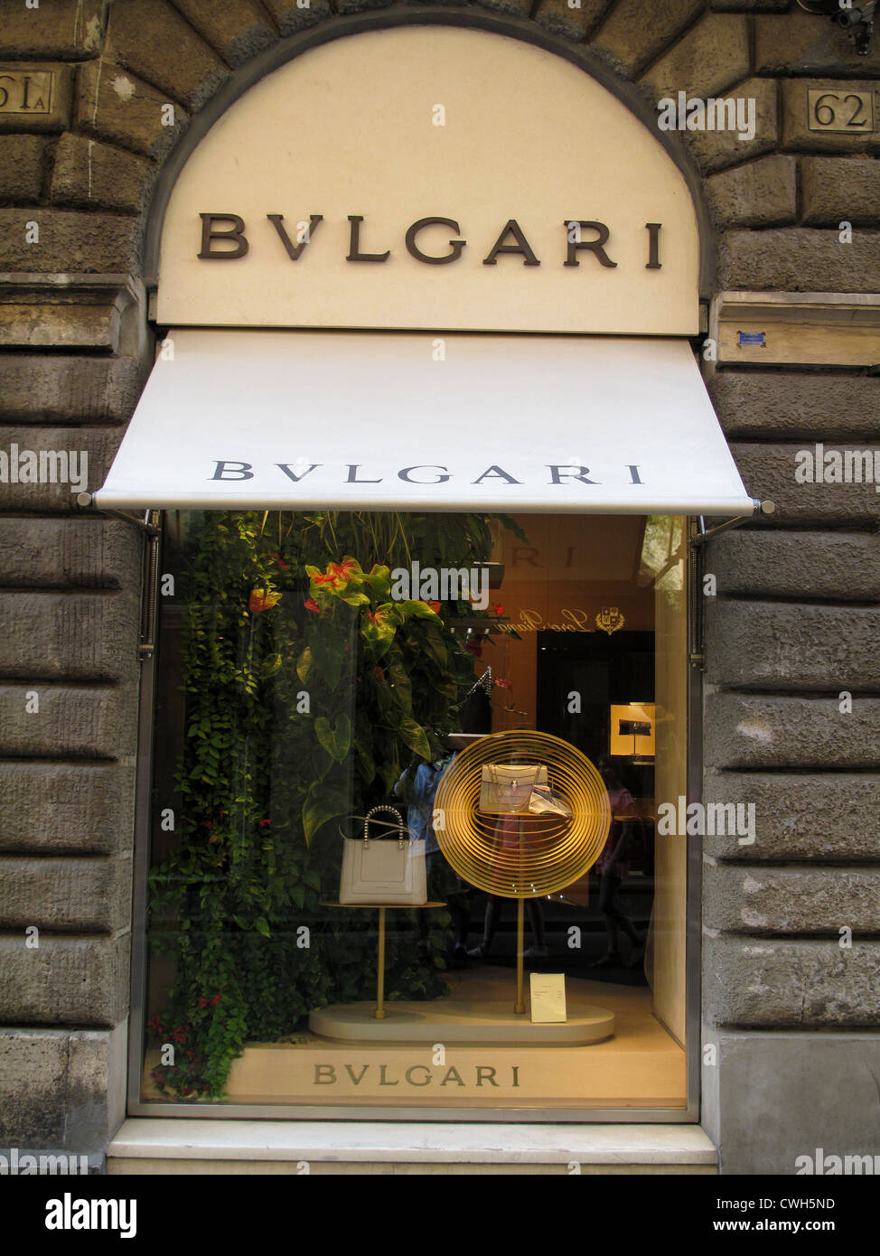 a1cdda30db6 Boutique Bulgari fenêtre dans le quartier branché de la rue Via Condotti à  Rome Italie Photo