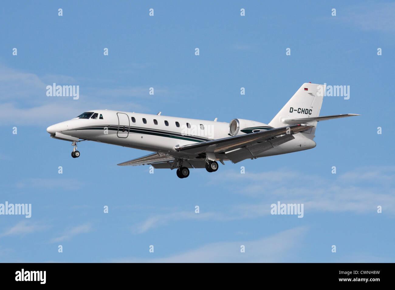 L'aviation d'affaires. 680 Cessna Citation jet privé souverain en approche Photo Stock
