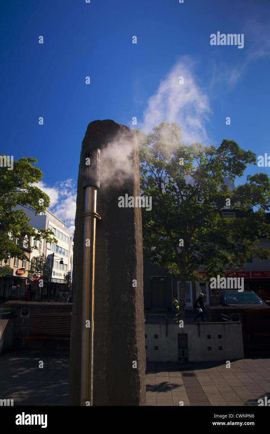La place Ingólfstorg, Reykjavik, Islande, où l'énergie géothermique est libéré Photo Stock