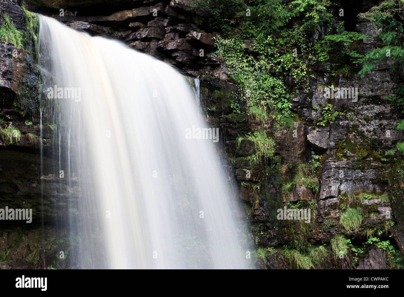 L'eau en cascade de Thornton, Force Ingleton, Yorkshire du Nord Photo Stock