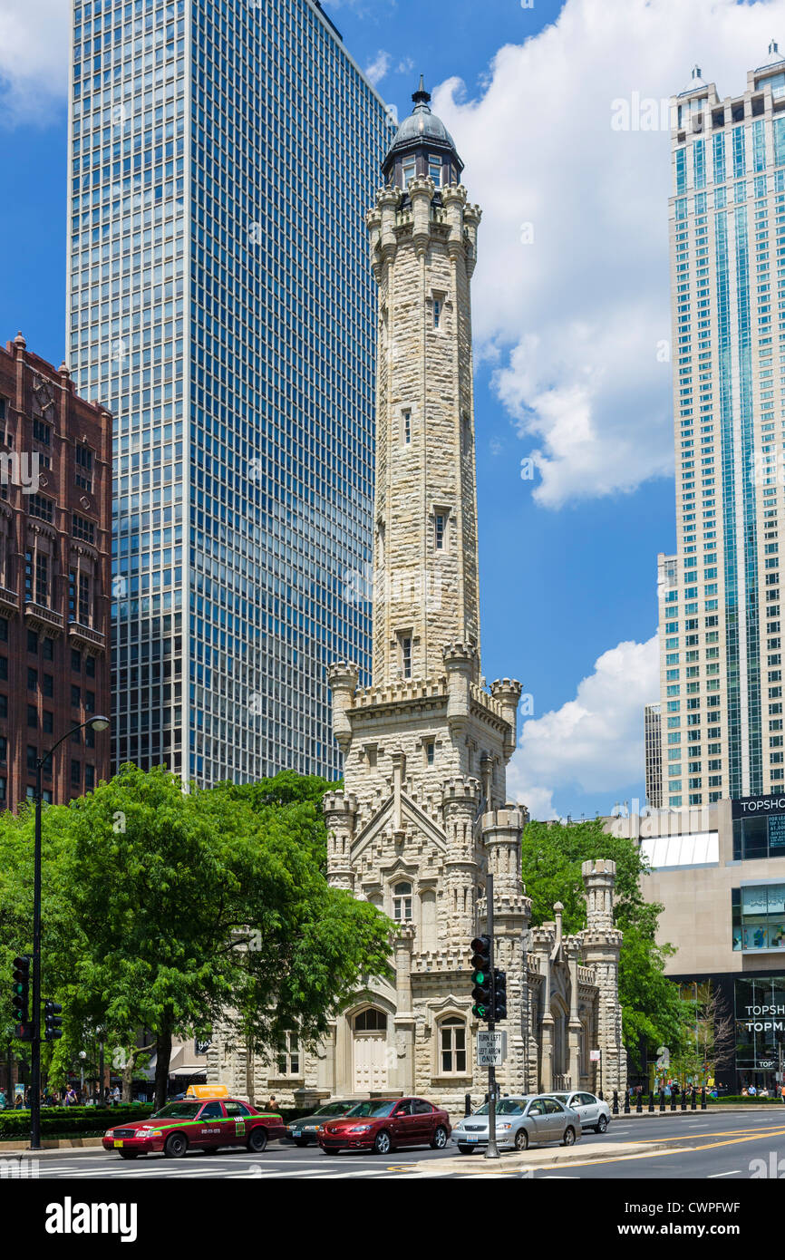 Le Old Chicago Water Tower de la Magnificent Mile, North Michigan Avenue, Chicago, Illinois, États-Unis Photo Stock