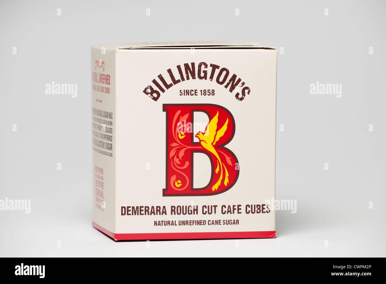 Fort d'Billingtons non raffiné le sucre de canne naturel Demerara Couper grossièrement les cubes de Photo Stock