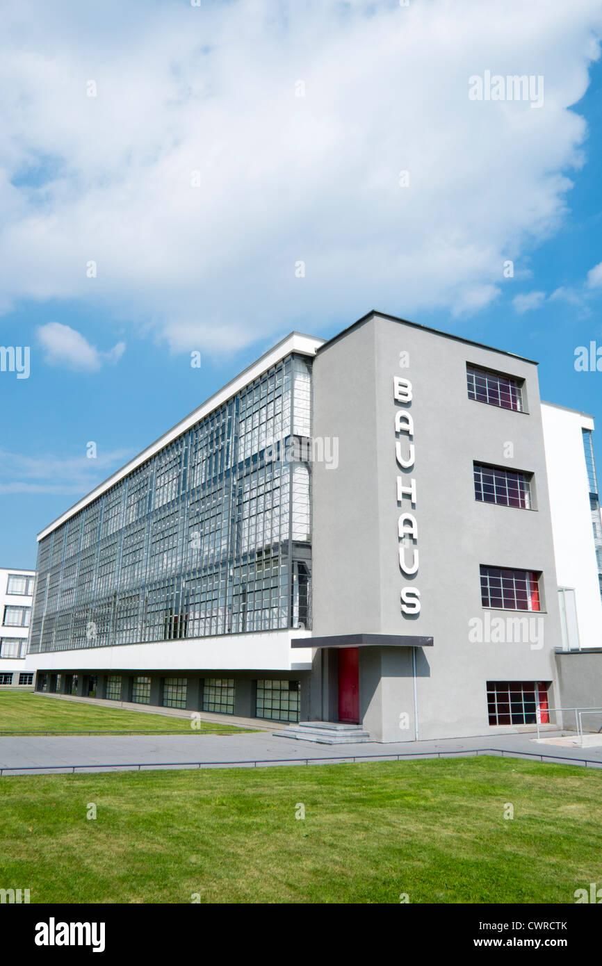 L'école d'architecture et bâtiment du Bauhaus conçu par Walter Gropius à Dessau Allemagne Banque D'Images