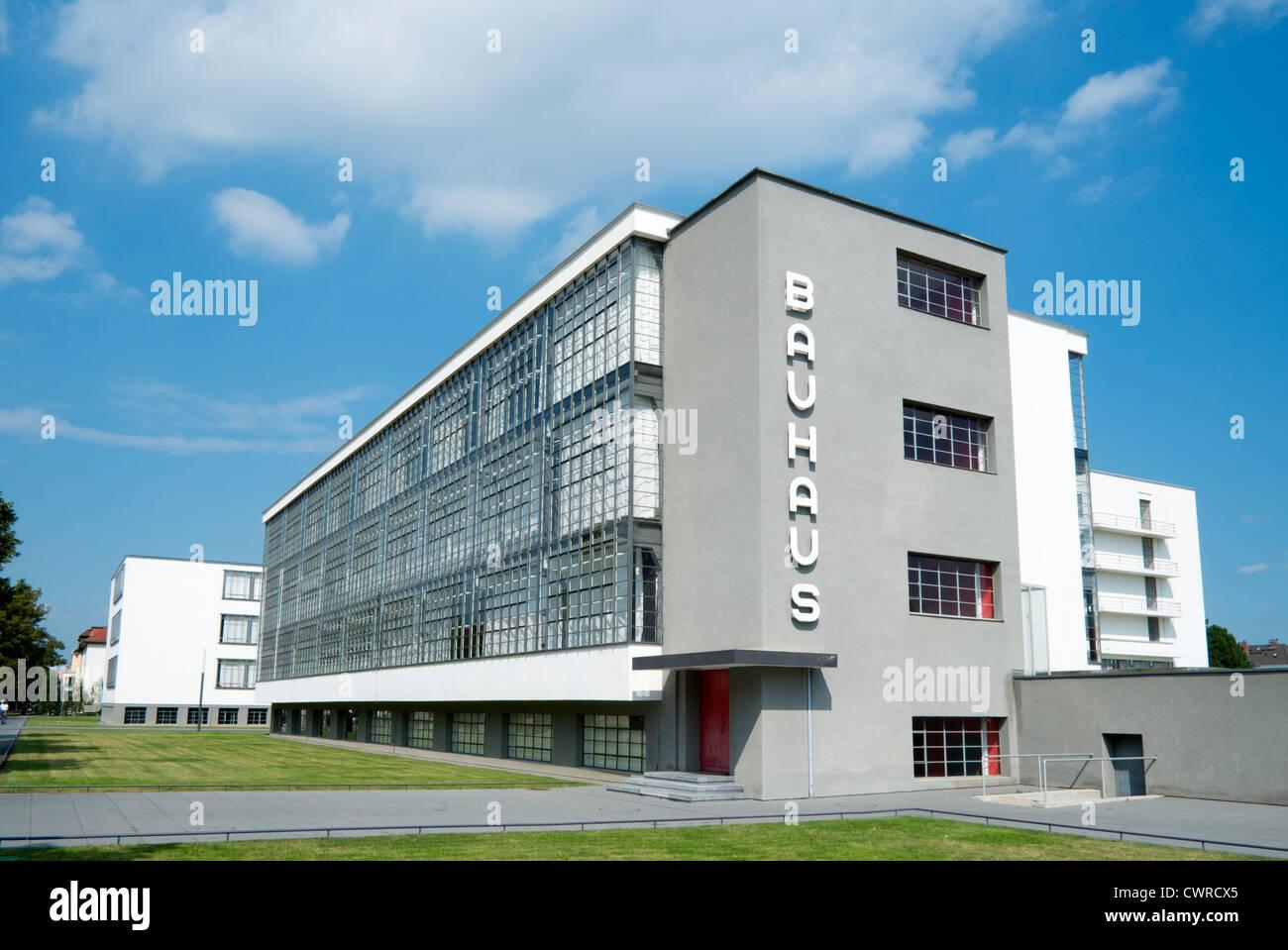 L'école d'architecture et bâtiment du Bauhaus conçu par Walter Gropius à Dessau Allemagne Photo Stock