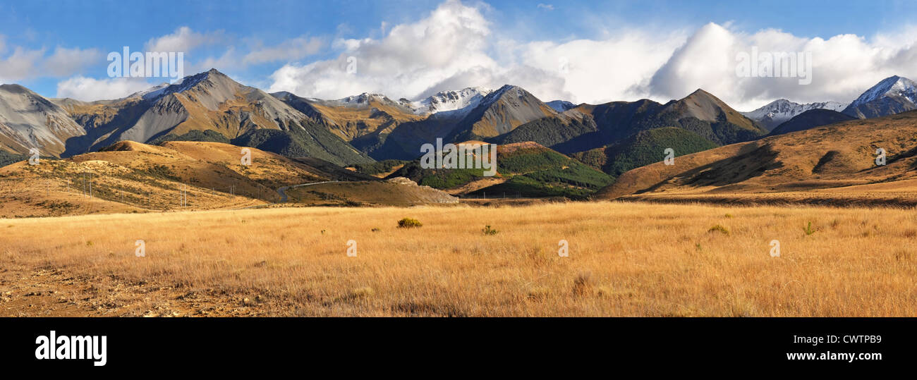 Vue panoramique sur l'automne couleurs de high country Canterbury, Nouvelle-Zélande. Photo Stock