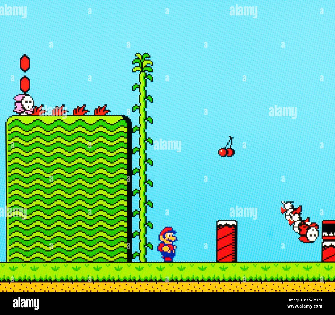 Super Mario jeu vidéo - tuant les méchants dans monde 1 Photo Stock