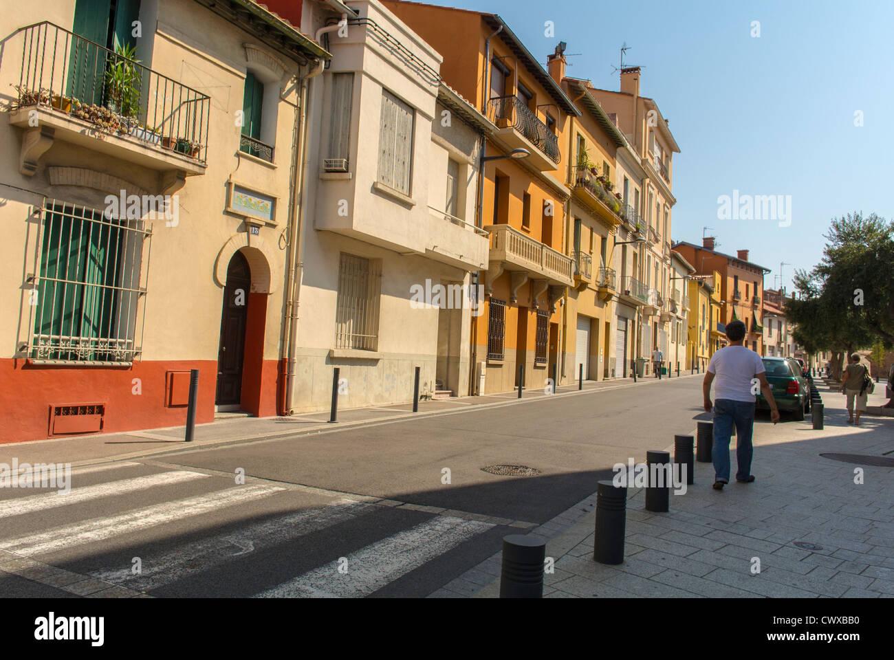 Perpignan, France, les gens qui marchent, des scènes de rue, maisons de la Vieille Ville Photo Stock