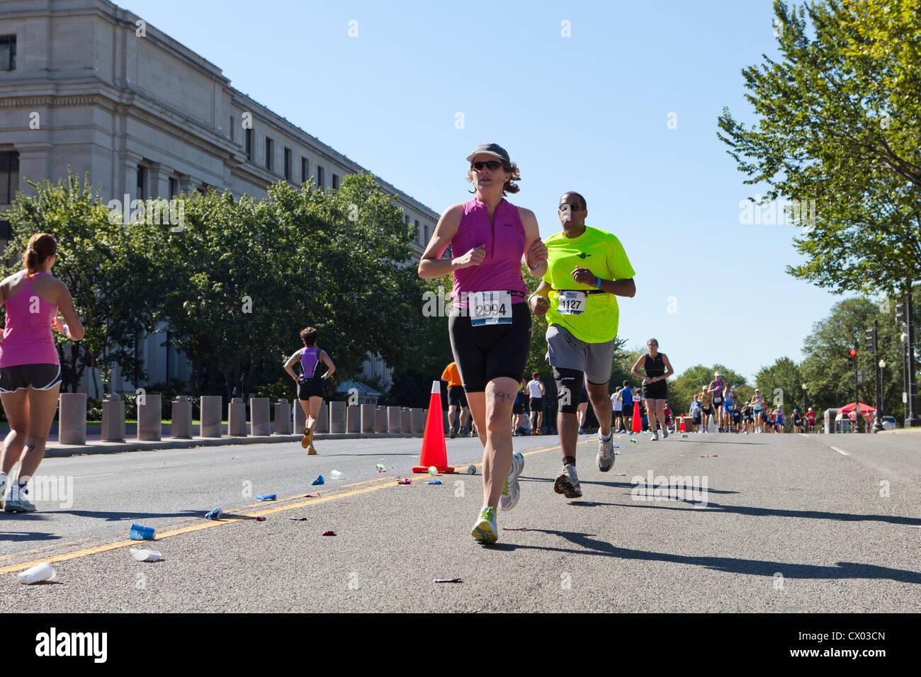 Les personnes en cours d'exécution dans un marathon Photo Stock
