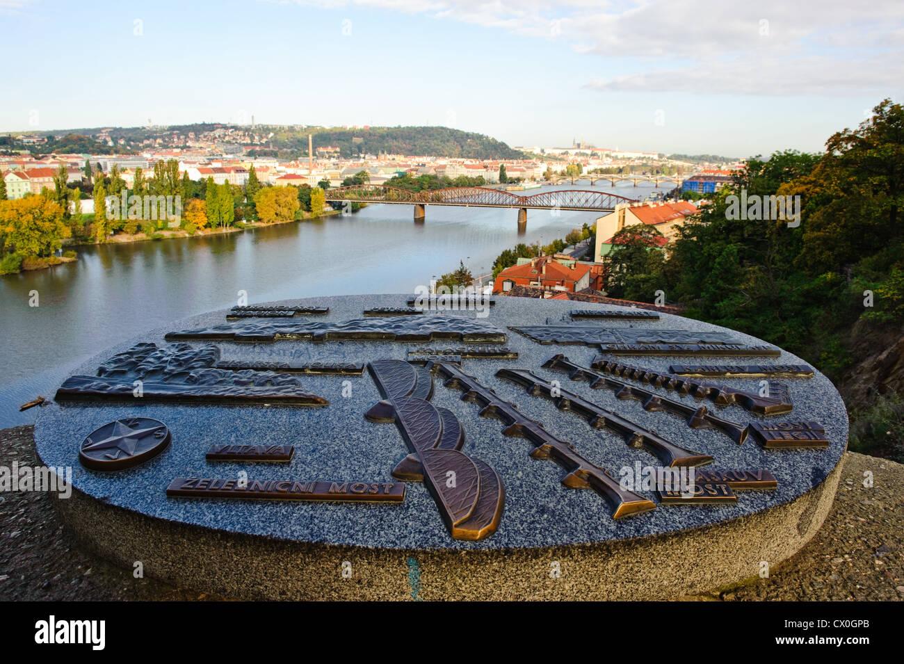 Présentation de la ville de Prague sur une plaque de granit, République Tchèque Photo Stock