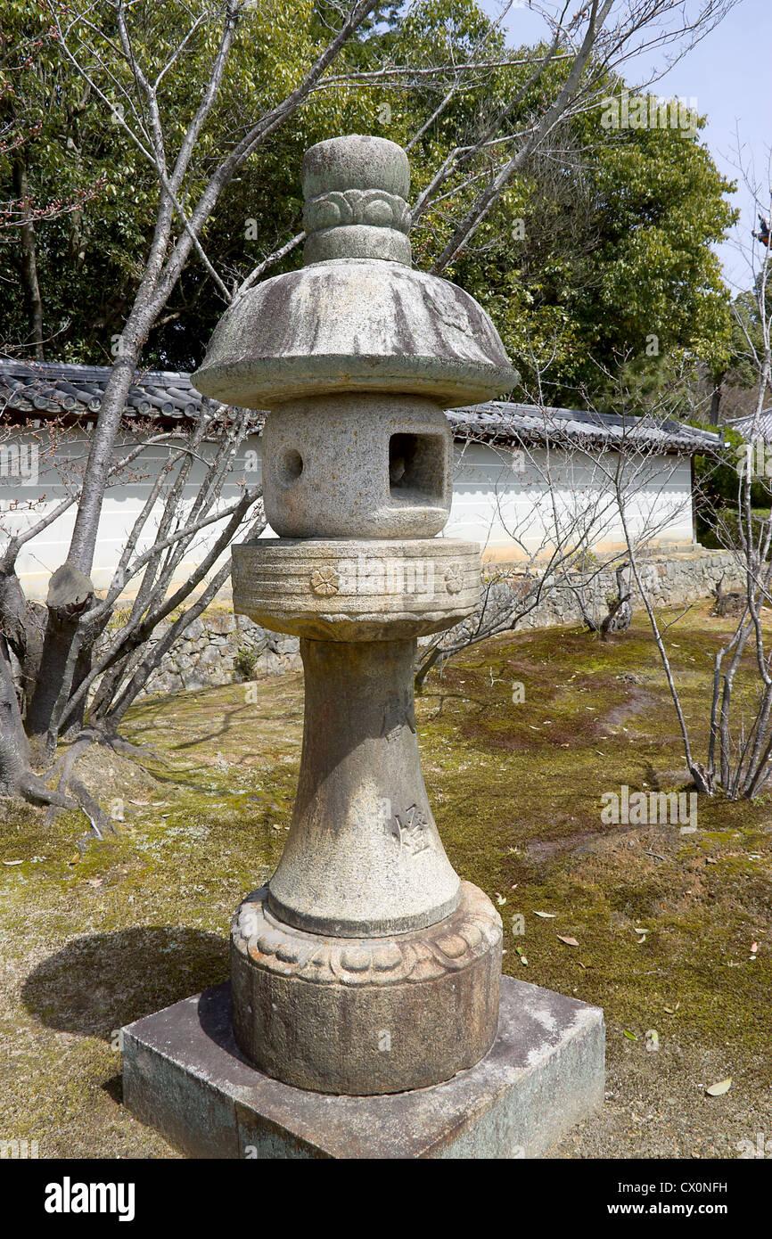 La Lanterne De Pierre Japonais Traditionnels Toro Dans Le Jardin
