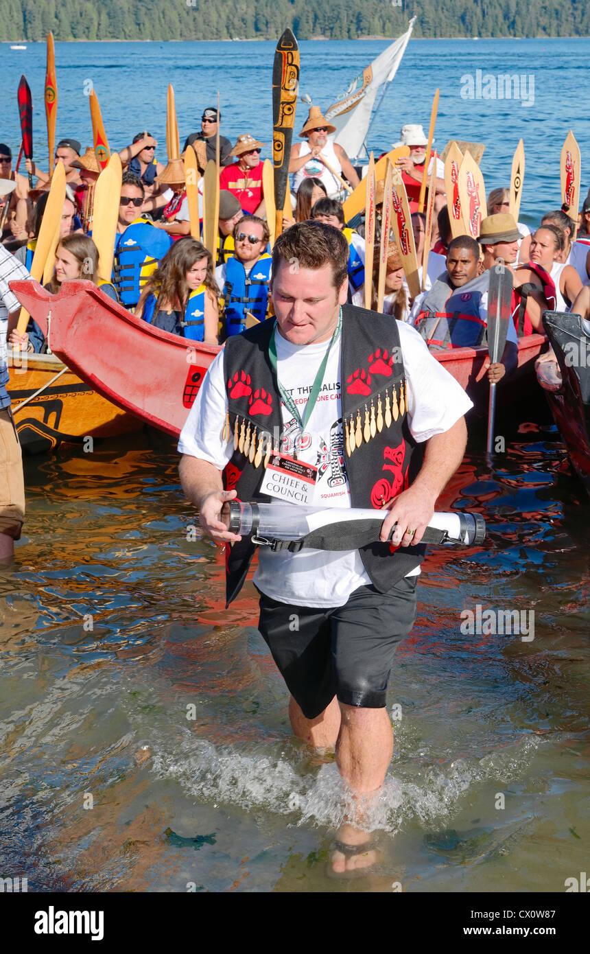 Chef Justin George, Nation Tsleil-Waututh, reçoit l'historique Déclaration de protection de la mer Photo Stock