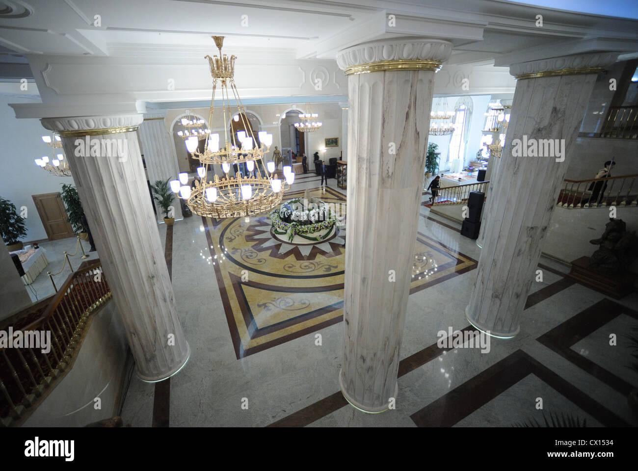L'agence ITAR-TASS 49: MOSCOU, RUSSIE. Le 28 avril 2010. Les intérieurs de l'hôtel Ukraina rouvert comme Radisson Banque D'Images