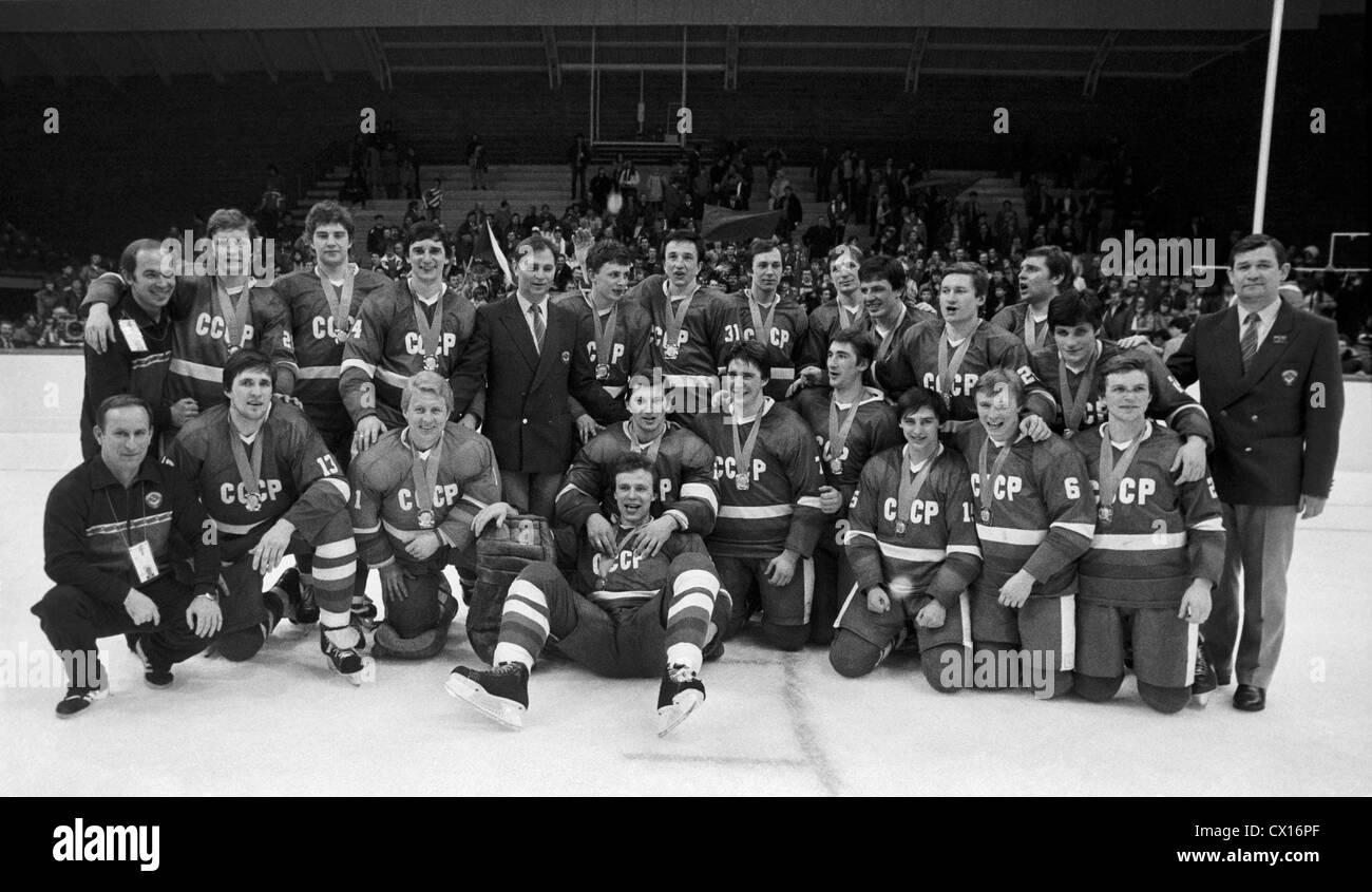 Sarajevo. La Yougoslavie. 14e Jeux Olympiques d'hiver. L'équipe de hockey sur glace soviétique est devenu le champion Banque D'Images