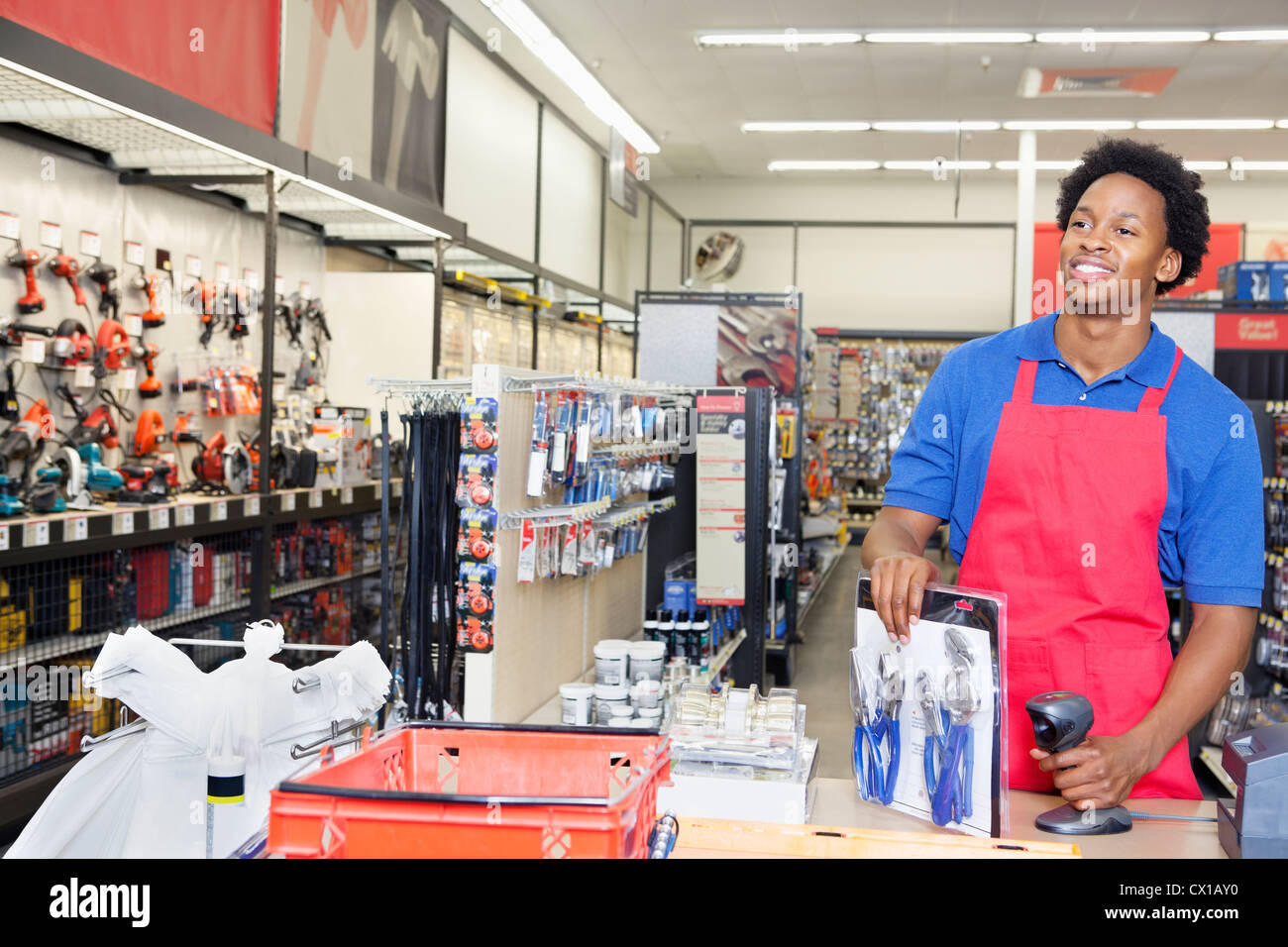 African Sales Clerk Hardware Store Banque d'image et photos - Alamy