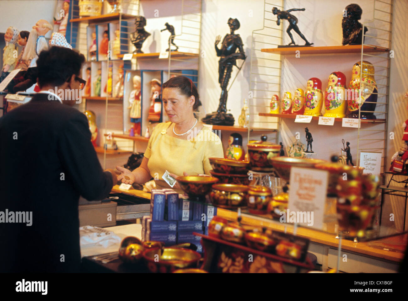 Londres. La Grande-Bretagne. Un magasin de souvenirs à Holborn Street. TASS Photo / Viktor Budan . . . / / Banque D'Images
