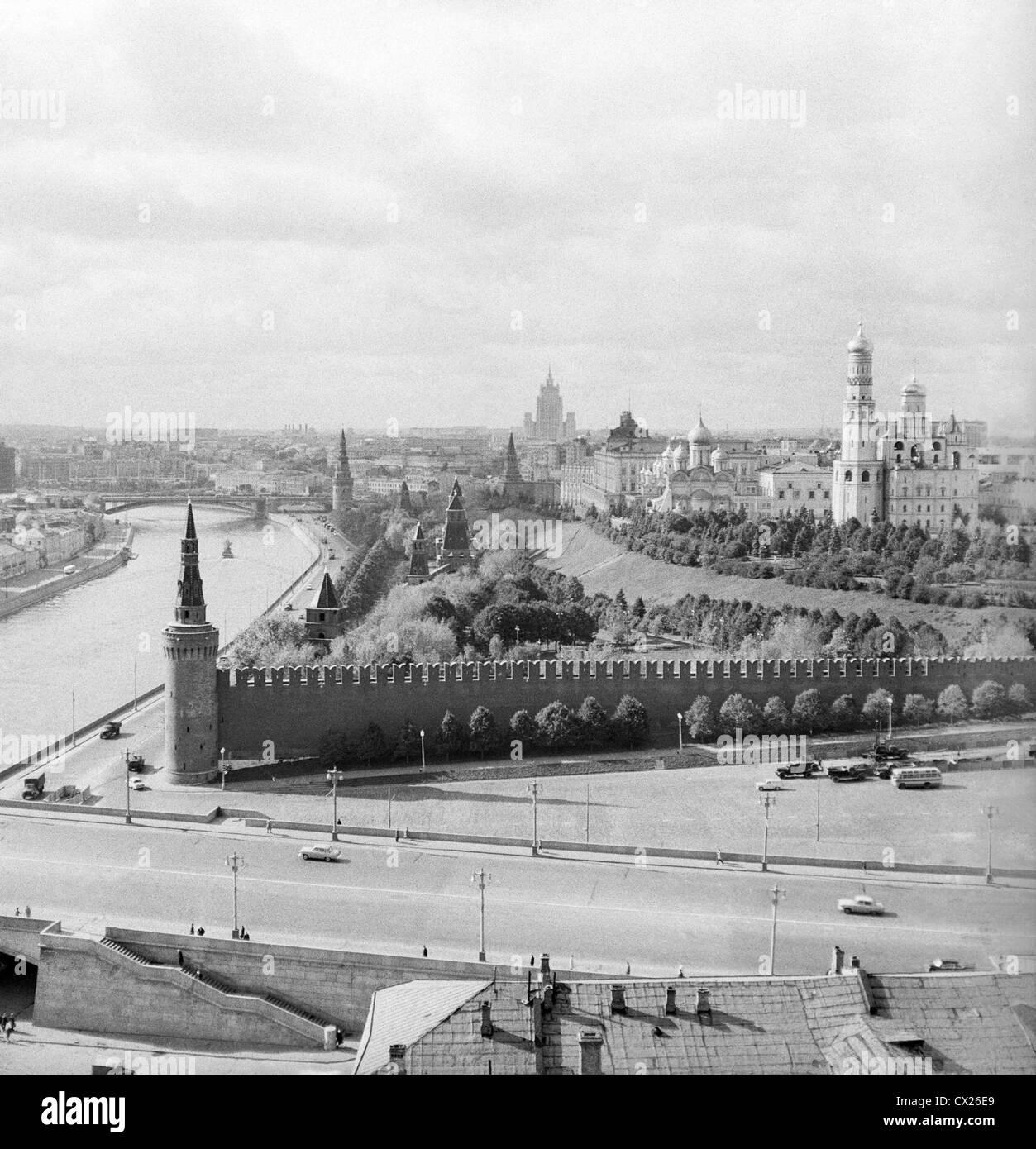 L'agence ITAR-TASS: URSS, Moscou. Une vue sur Vasilyevsky Spusk et Kremlin remblai. (Photo l'agence ITAR-TASS / Banque D'Images