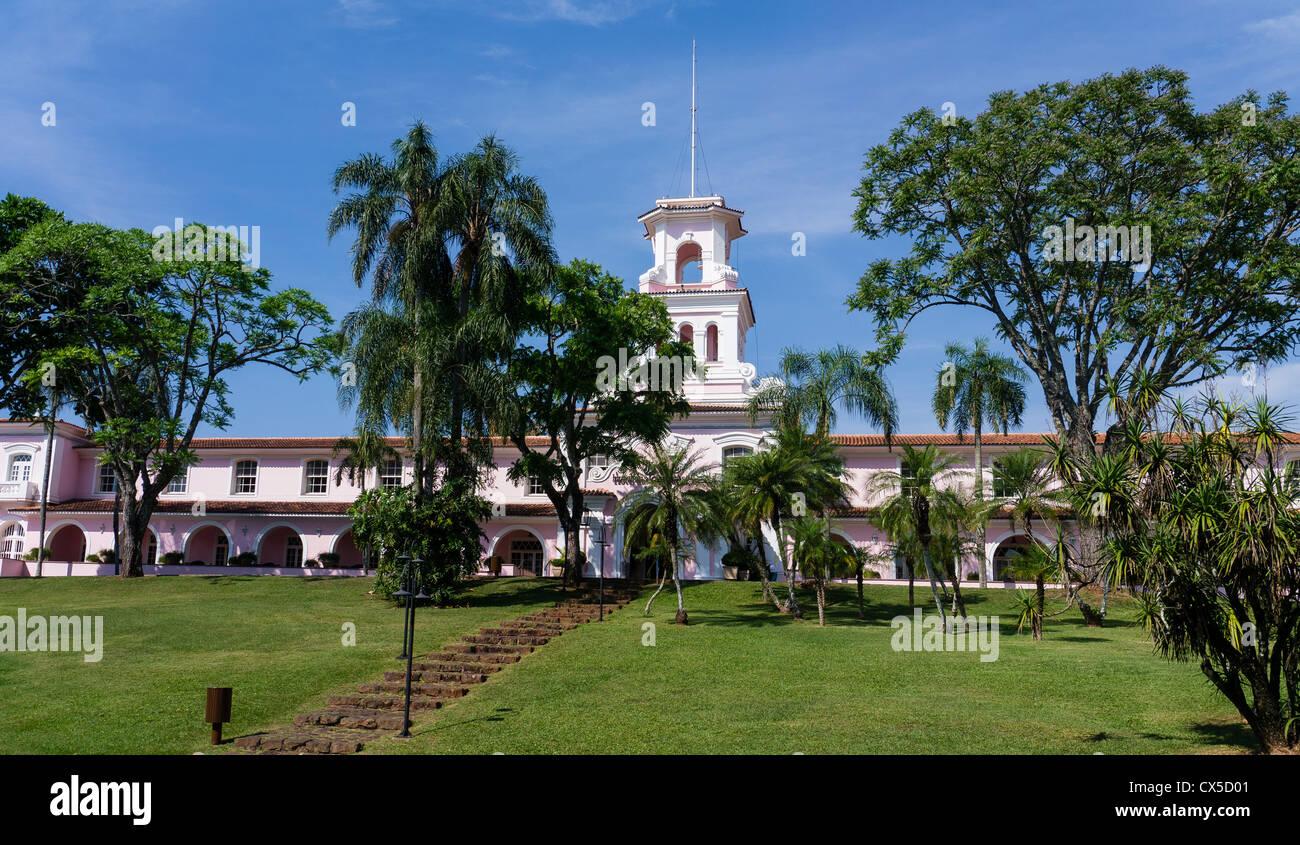 Vue panoramique de la façade de l'hôtel Das Cataratas Orient-Express, Foz do Iguaçu, Brésil. Banque D'Images