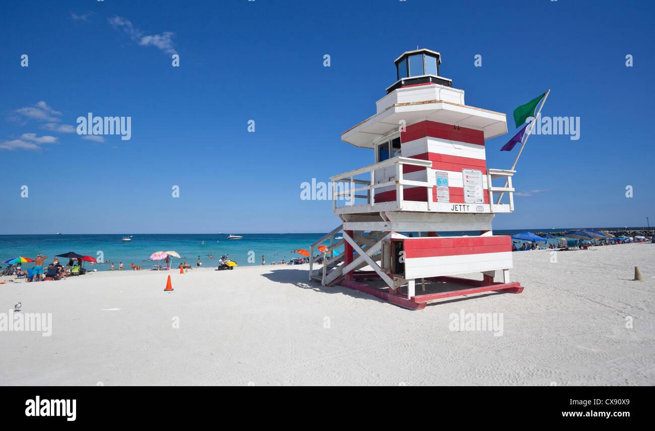 Style Art Deco lifeguard tower, South Point Park, Miami Beach, Floride, USA. Banque D'Images