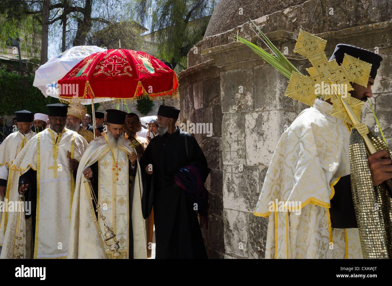 Procession des Rameaux éthiopien sur le toit de l'église du Saint-Sépulcre. Vieille ville, Jérusalem, Photo Stock