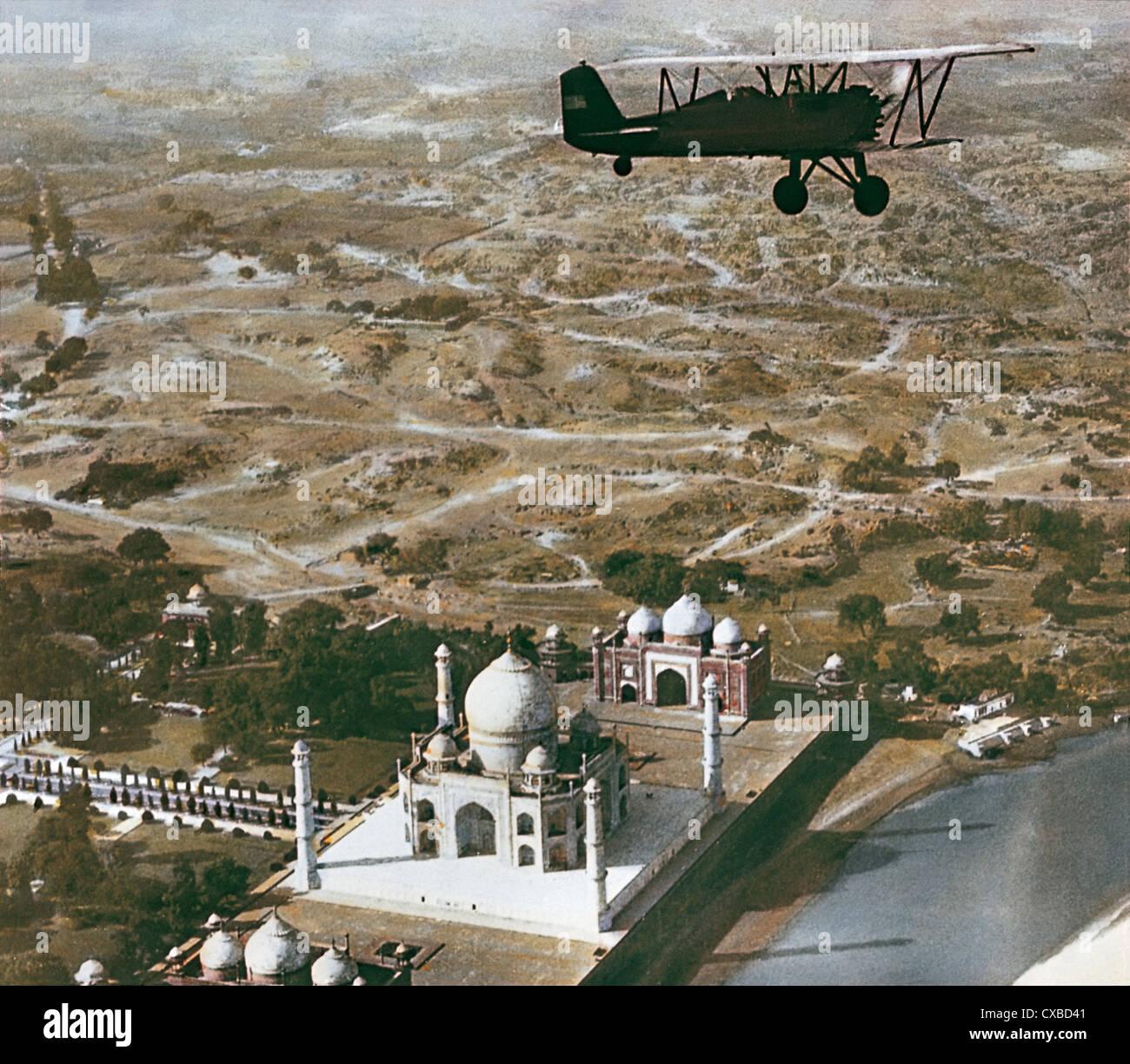 Vol d'un avion plus de Taj Mahal, Agra, Inde, fin des années 1930 Banque D'Images